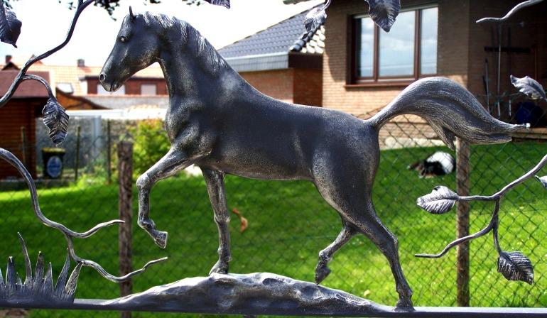 smeedijzer paard