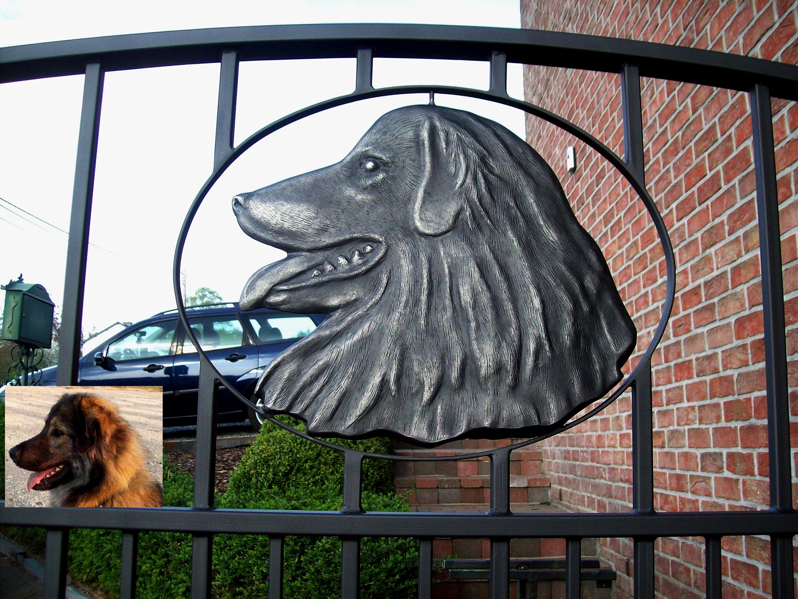 Hond in smeedijzer +Sarplaninac