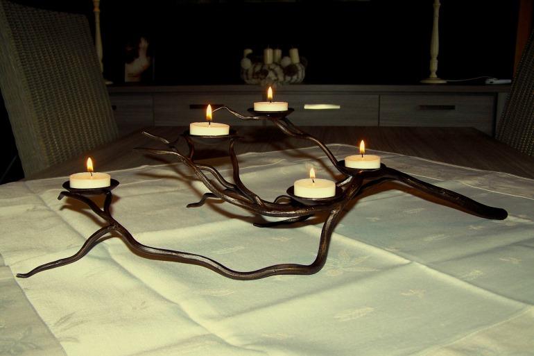 smeedijzeren tak, verlichting, kaarsen, sfeerverlichting